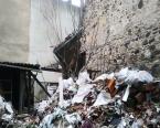 İzmir'de tarihi bina çöktü!