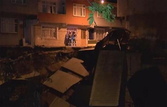 Esenler'de istinat duvarı çöktü! Evler tahliye edildi!