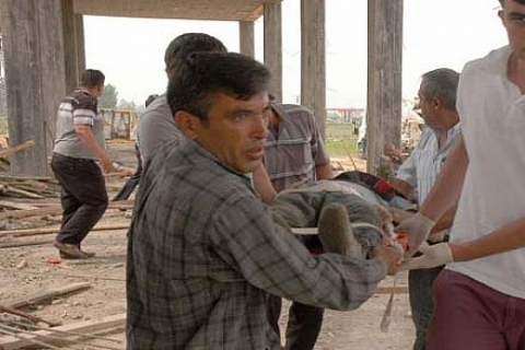 Adana Kadirli'de otogar inşaatının ikinci katı çöktü: 10 işçi yaralı!