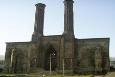 Çifte Minareli Medrese'nin