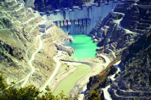 Deriner Barajı'nın yapımı
