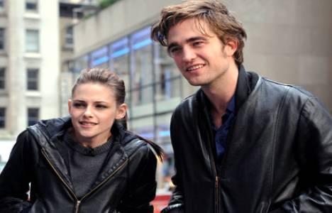 Robert Pattinson ve Kirsten Stewart tekrar aynı çatı altında!