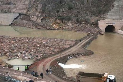 Özaltın Holding'in vicdanı, patlayan Köprü Barajı kapağından dolayı rahat!