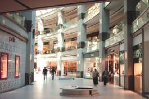 Groupe SEB, mağazalarını