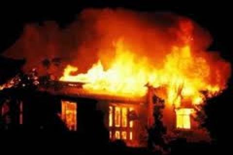 Adana Feke'de 2 ev yandı!