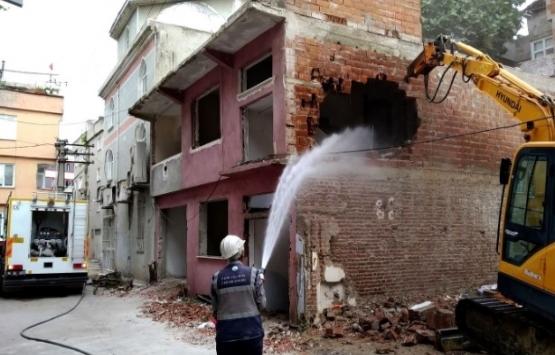 Bursa Altınova'daki 2 katlı bina yıkıldı!