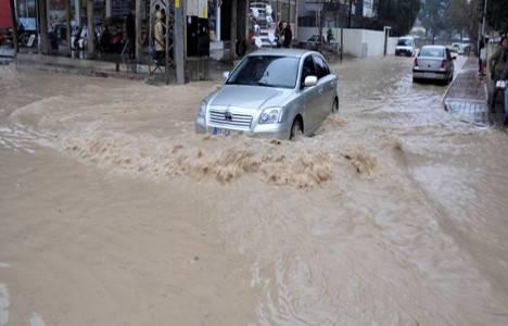 Sivas'ta yağmur nedeniyle binaları su bastı!