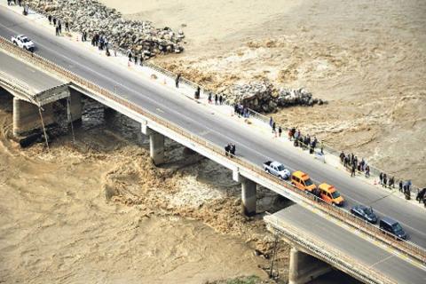 Binali Yıldırım: Filyos Köprüsü belediyeye devirde sorunsuzdu!