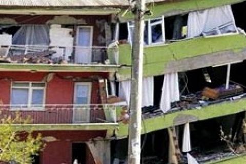 Vatandaş, hasarlı evinden çıkmak için 2 sıfır daire istiyor
