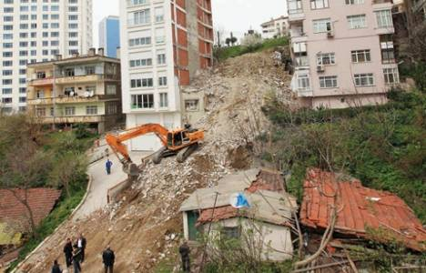 Beşiktaş'ta deprem riski nedeniyle 6 katlı apartman yıkıldı!