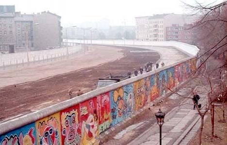 Berlin Duvarı'nın yerine yapılacak gökdelen projesi ertelendi!