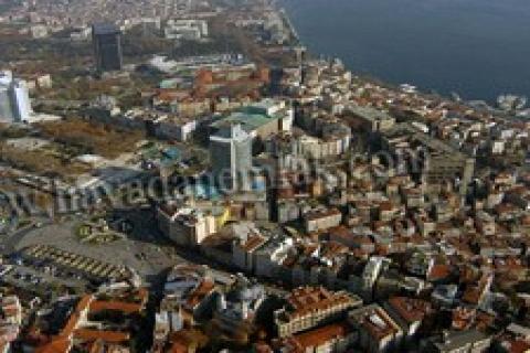 Taksim 'de 12 milyon dolara satılık deniz manzaralı bina!
