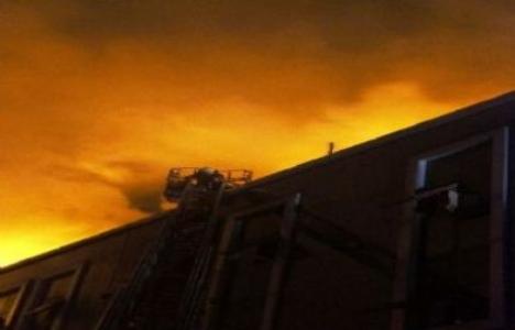 Bahçelievler'de tekstil fabrikasında yangın çıktı!