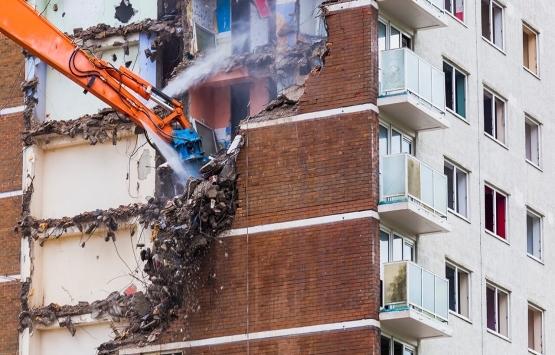 Büyükçekmece sahilindeki 7 işletme belediye ekiplerince yıkıldı!