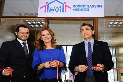 Fatih Belediye Başkanı Mustafa Demir ve sunucu Esra Erol, Umut Evleri'ni açtı!