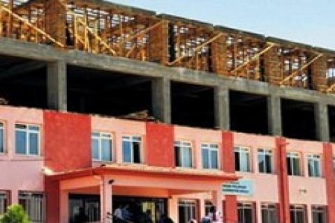 Kayseri'deki şantiye halindeki 3 ilkokulda teklikeli ders!