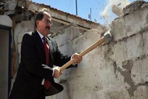 TOKİ Başkanı Ahmet Haluk Karabel, Mamak'ta ilk balyozu vuran isim oldu!