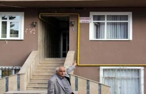 Rize'de müteahhidin tamamlamadığı binayı ev sahibi bitirdi!