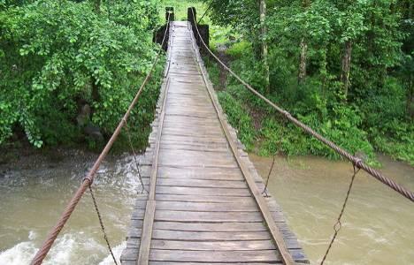 Tayland'da asma köprü
