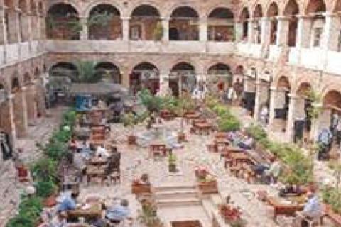 Eminönü'nde bina ve hanlar butik otele dönüşüyor