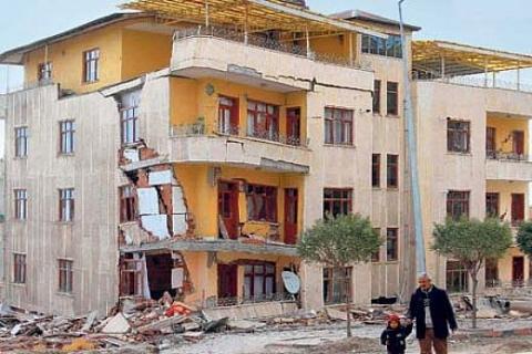 İTÜ, YTÜ ve Sakarya Üniversitesi'nin Van için orta hasarlı bina raporu bitiyor!