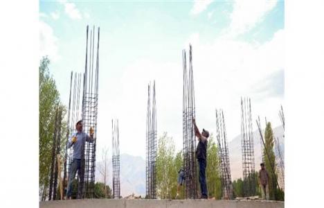 İşte inşaat işçilerinin zorlu yaşamları!