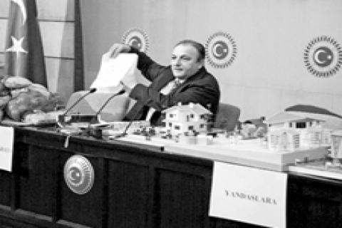 Oktay Vural: Vatandaşa makarna yandaşlara arsa