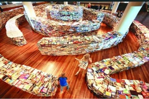 Southbank Center'da aMAZEme isimli labirent kitaplık kuruldu!