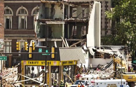 ABD'de 4 katlı binanın çökmesi sonucu 6 kişi öldü!