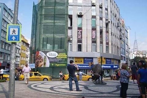 Kadıköy'de icradan 900 bin TL'ye satılık konut!