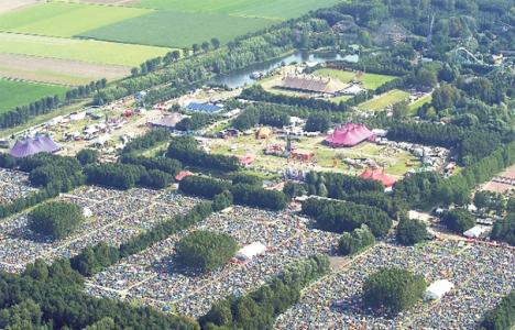 Hollanda'da festival için dev çadırkent kuruldu!