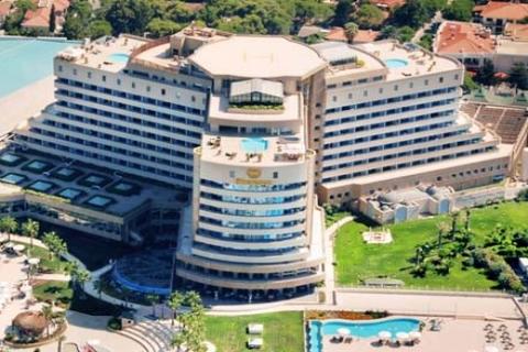 Sheraton Çeşme Oteli, dünya turu hediyesi atağına geçti!