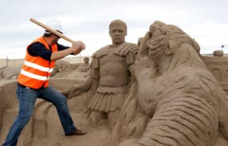 Uluslararası Antalya Kum Festivali, yıkım şenliği ile sona erdi!