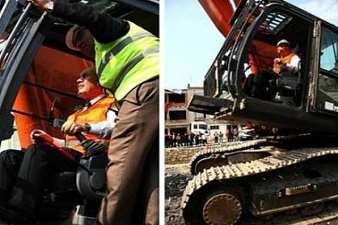 Kadir Topbaş Silivri Boğluca Deresi'ndeki evlerin yıkımına ilk kazmayı vurdu!