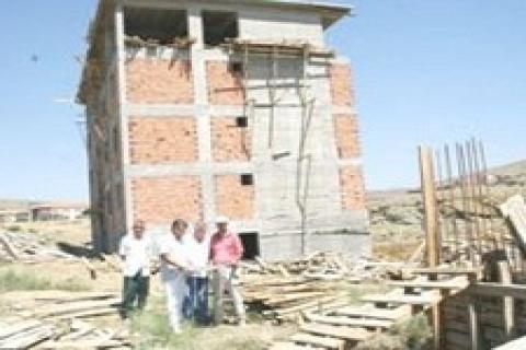Muş'ta depremzedeye 44 yıl sonra ev!