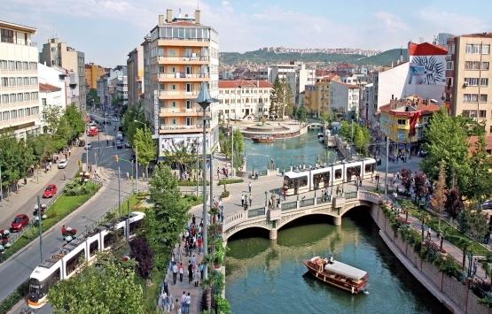 Öğrenciler Eskişehir'de emlak