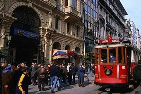 İstanbul Vakıflar'dan Beyoğlu'nda restorasyon karşılığı kiralık bina!