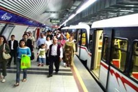 İzmir'deki metro hatları krize takıldı