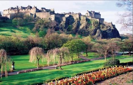 İskoçya'dan toprak alana lord ve lady sertifikası veriliyor!