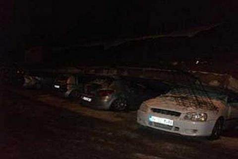 Kocaeli'de yoğun kar yağışından dolayı istinat duvarı çöken bina tahliye edildi!