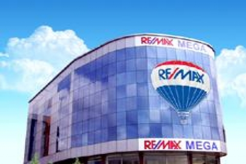 RE/MAX MEGA, ev sahibi olanlara iç mimari hizmeti veriyor