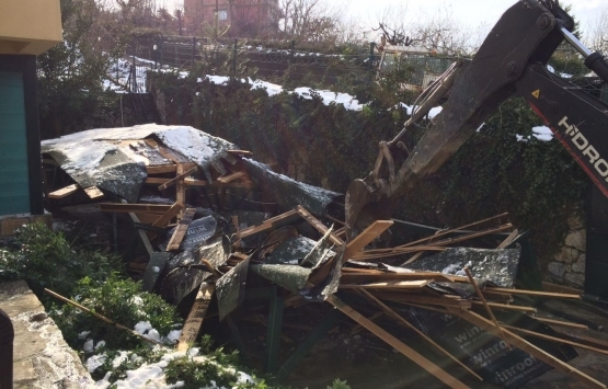 Bolu Yenipelitcik'deki kaçak yapı yıkıldı!