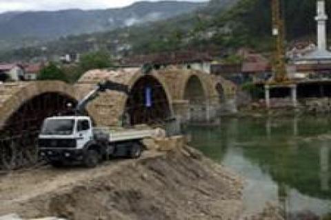 Osmanlı mirası Konjiç Köprüsü restore edildi