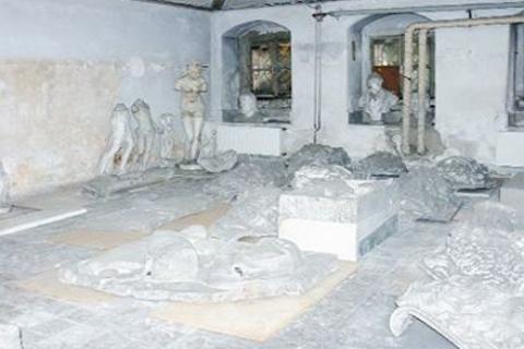 Muhteşem Harabe: Mimar Sinan'a bırakılan Veliaht Dairesi harabeye döndü!