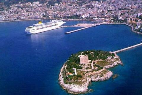 Aydın Kuşadası'nda Nazilli Sitesi'nde 110 bin TL'ye denize sıfır yazlık!
