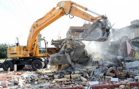 Adana Mithatpaşa Mahallesi'nde kamulaştırılan binalar yıkılıyor!