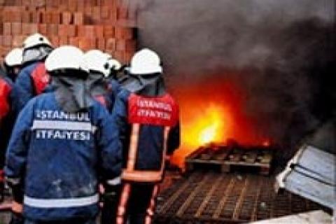 Beylikdüzü'nde Mobilya atölyesinde yangın!