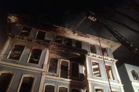Eski Eminönü Belediye binasında yangın çıktı!