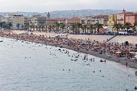 Fransa'da sigarasız plaj uygulamasına geçiliyor!