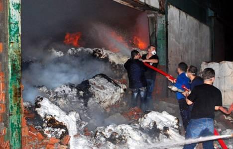 Bozüyük'te kağıt fabrikasında yangın çıktı!
